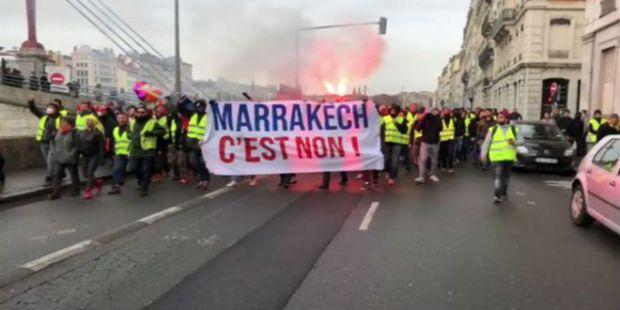 """رسالة من مراكش إلى أصحاب السترات الصفراء في فرنسا.. """"سيرو قراو بعدا الميثاق قبل ما تنتقدوه""""!"""