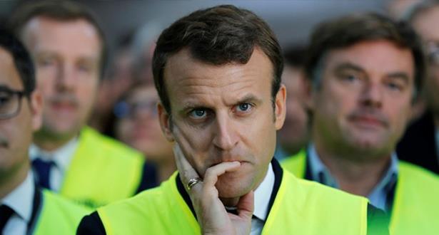 فرنسا.. ماكرون يحاول احتواء أزمة السترات الصفراء