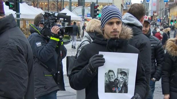 """رفعوا شعار """"المغرب بلد آمن"""".. مغاربة النرويج يحاولون مسح عار جريمة شمهروش (صور)"""