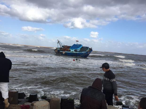 سواحل العيون.. إنقاذ 30 بحارا من الغرق