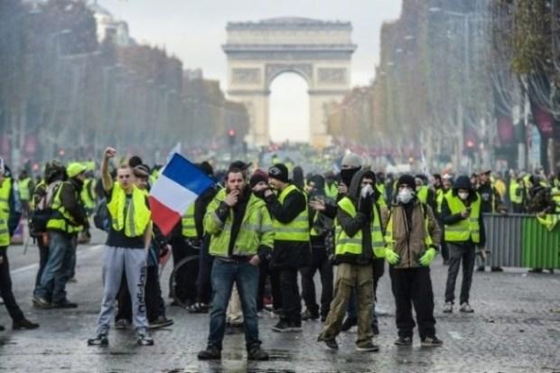 """السبت العاشر.. """"السترات الصفراء"""" تدعو إلى تحرك حاشد في فرنسا"""
