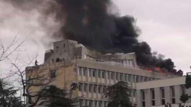 إصابة شخص.. انفجار يهز جامعة ليون الفرنسية (فيديو)