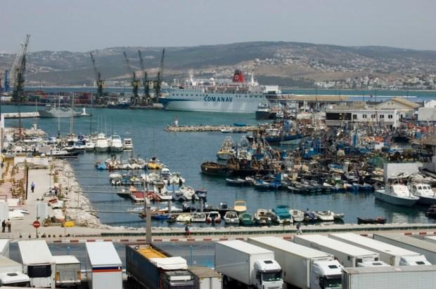 ميناء طنجة المتوسط.. حجز كمية من الشيرا في شحنة بنزين