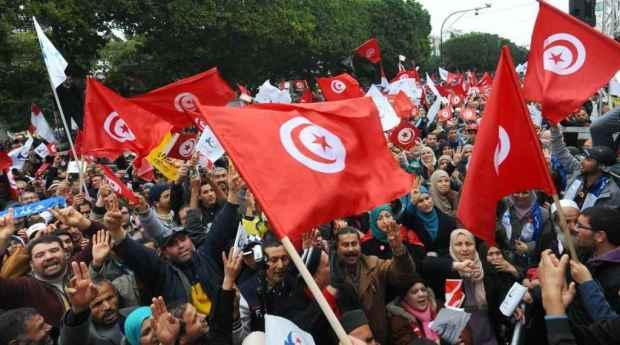 الحكومة ديالنا ما زال واحلة فالحوار.. اتفاق في تونس على رفع أجور الموظفين
