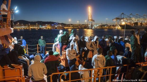 مصدر من الداخلية يؤكد: ليس هناك أي اتفاقيسمح لسفن الإنقاذ الإسبانية بنقل المهاجرين غير الشرعيين إلى أقرب ميناء مغربي