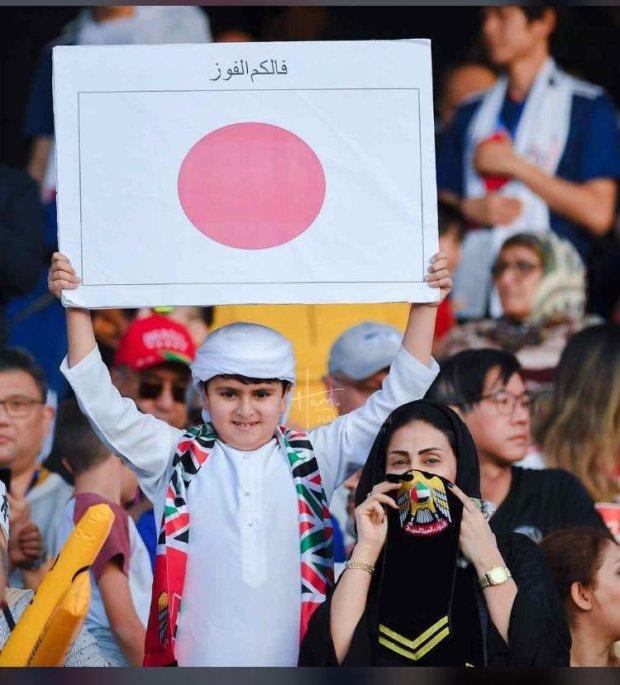 دّيرها الكرة والسياسة.. إماراتيين رجعوا يابانيين ضد فقطر! (صور)