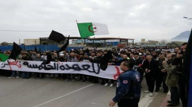 الجزائر.. الاحتجاجات ضد بوتفليقة تتمدد