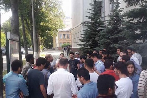 دّا ليهم مصاريف التسجيل.. باكستاني ينصب على طلبة مغاربة في أوكرانيا