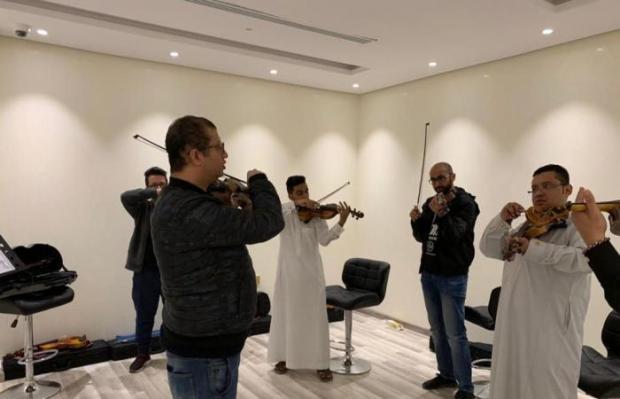 بعد السماح للنساء بالقيادة.. افتتاح أول معهد لتعليم الكمان في السعودية