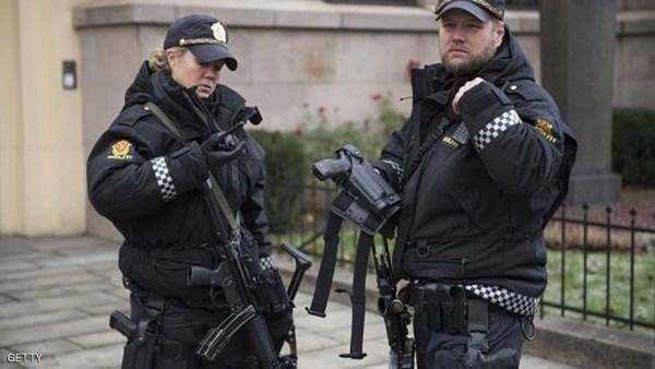 هاد الشي كثر.. مسلح يهاجم مدرسة بسكين في أوسلو
