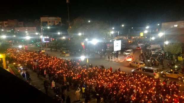 بالصور من مراكش.. مسيرة حاشدة بالشموع للأساتذة المتعاقدين