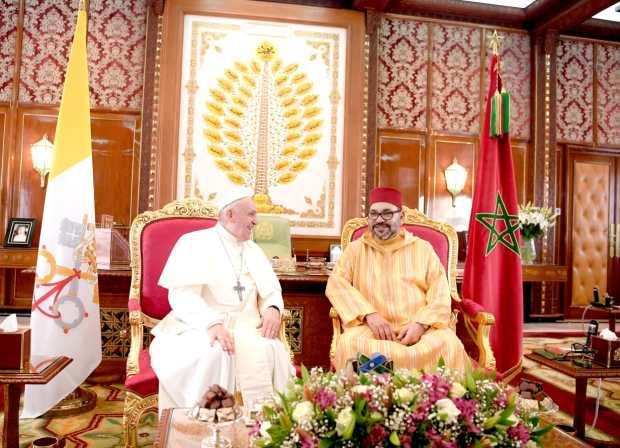 التوفيق في حضرة الملك والبابا: المغرب يعمل بمبدأ لا إكراه في الدين