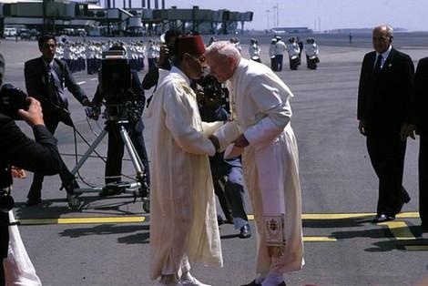 كحاج للسلام والأخوة.. البابا فرانسيس على خطى يوحنا بولس الثاني (صور)