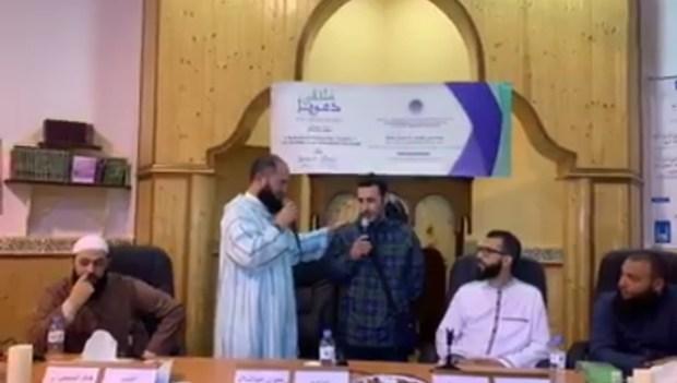 بحضور رضوان بنعبد السلام ورزقي.. إسباني يعتنق الإسلام (فيديو)