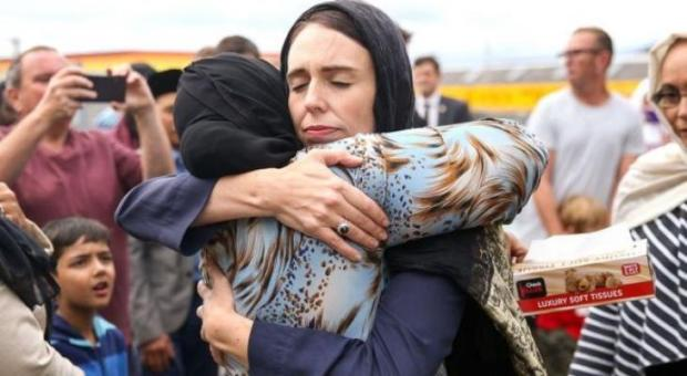 """تعاطفا مع المسلمين بعد """"مجزرة المسجدين"""".. وسائل الإعلام في نيوزيلندا تبث أذانالجمعة"""