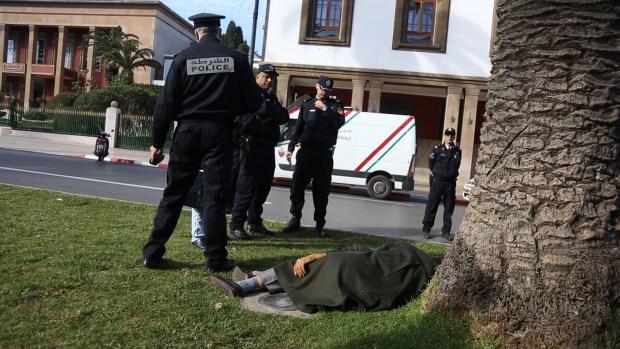 بالصور من الرباط.. جثة أمام البرلمان