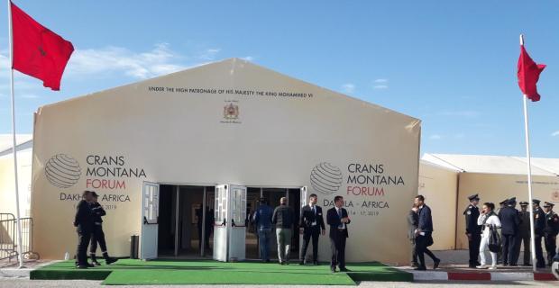 """رمال الصحراء المغربية تحتضن العالم.. """"كرانس مونتانا"""" يناقش قضايا القارة السمراء! (صور)"""