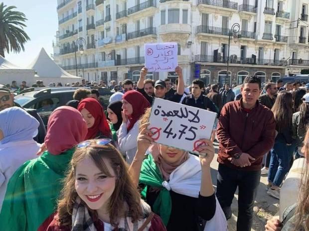 قرارات بوتفليقة لم تقنع الجزائريين.. الطلاب يقودون مظاهرات جديدة