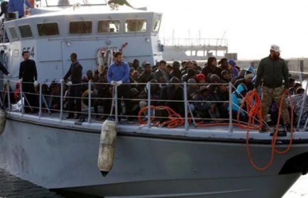 ما دير خير ما يطرا باس.. مهاجرون اختطفوا سفينة أنقذتهم قبالة السواحل الليبية