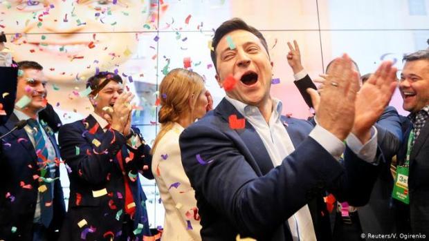 بنتيجة غير مسبوقة.. ممثل كوميدي رئيسا لأوكرانيا