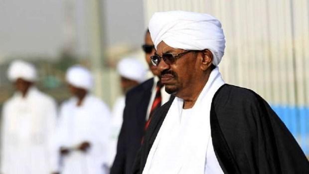 لقاو عندوأكثر من 351 ألف دولار و6 ملايين يورو.. التحقيق مع الرئيس السوداني المخلوع (فيديو)