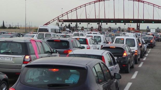 كازا.. قافلة تجوب عدة مناطق لتوعية مهنيي النقل بأهمية التقيد بقواعد السير على الطرقات