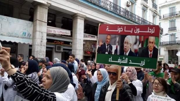 بالفيديو من الجزائر.. مظاهرات رافضة لتعيين عبد القادر بن صالح رئيسا مؤقتا