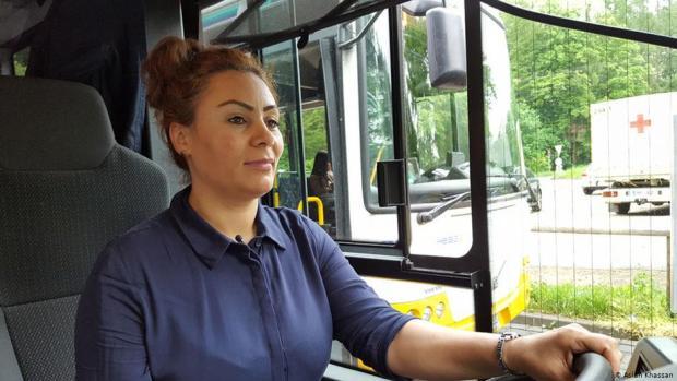 """المغربية حكيمة أوعميرى .. """"سيدة الحافلات"""" في ألمانيا (صور)"""