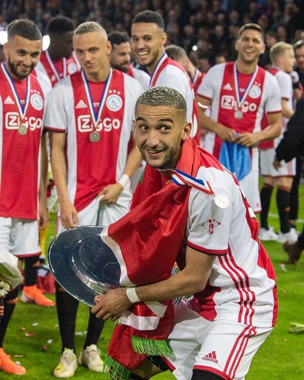 بعد الموسم الاستثنائي.. أياكس أمستردام يؤكد رحيل زياش في الانتقالات الصيفية