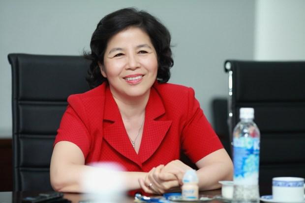 من سيدة أعمال ناجحة إلى وسيلة للنصب.. حقيقة حسابات المرأة الفيتنامية على الفايس بوك