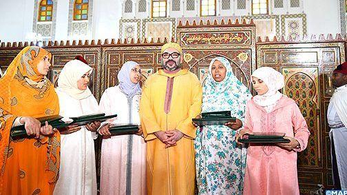 كازا.. الملك يسلم جائزة محمد السادس للمتفوقات في برنامج محاربة الأمية