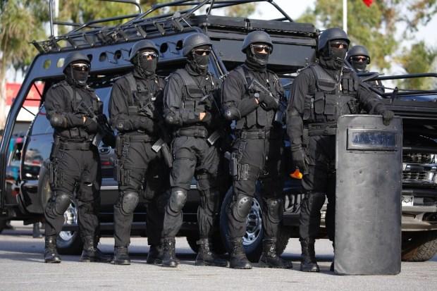عقب الأحداث التخريبية.. الفرقة الوطنية وتعزيزات أمنية مكثّفة تصل إلى العيون