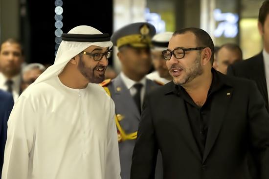 """بعد أنباء عن """"أزمة صامتة"""" بين البلدين.. اتصال هاتفي بين الملك وولي عهد أبوظبي"""