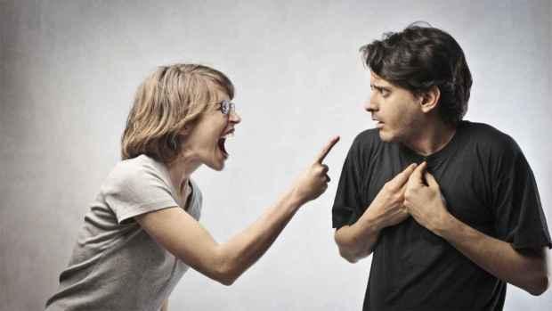 لأنه لا يرفض لها أي طلب ويقوم بالأعمال المنزلية.. خليجية تطلب الطلاق من زوجها!