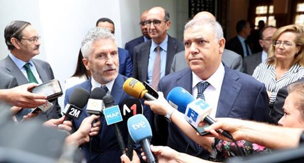 وصفه بالممتاز وقال إنه يشمل قضايا حساسة.. وزير الداخلية الإسباني يشيد بالتعاون بين بلاده والمغرب