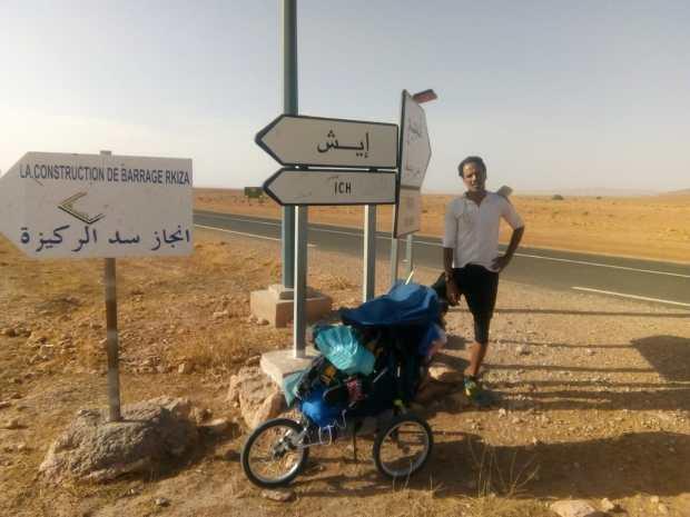 """رحلة 906 كيلومتر على الأقدام.. هشام آيت الموح """"فوريست غامب"""" المغربي! (صور)"""