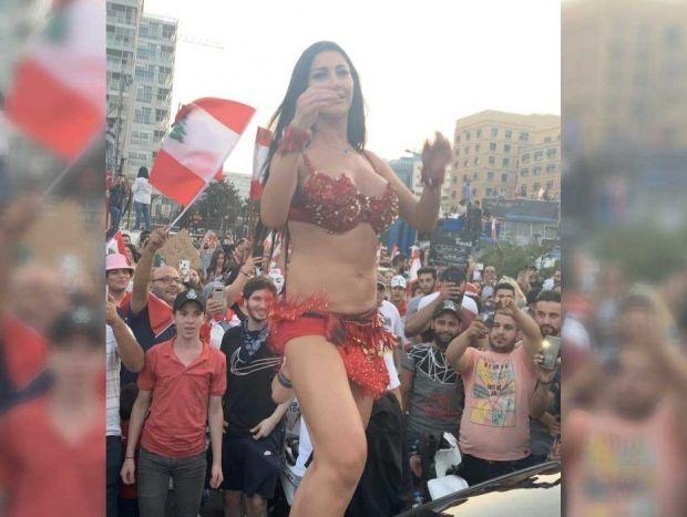 بلا تحرش ولا اغتصاب.. ثورة لبنان السيكسي! (صور)