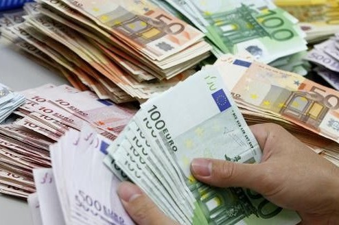 قانون مالية 2020.. حملة جديدة للتصريح بممتلكات المغاربة في الخارج