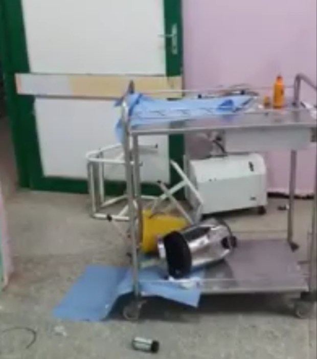بسبب وفاة قريب لها.. أسرة تخرب مستشفى قصبة تادلة (فيديو)