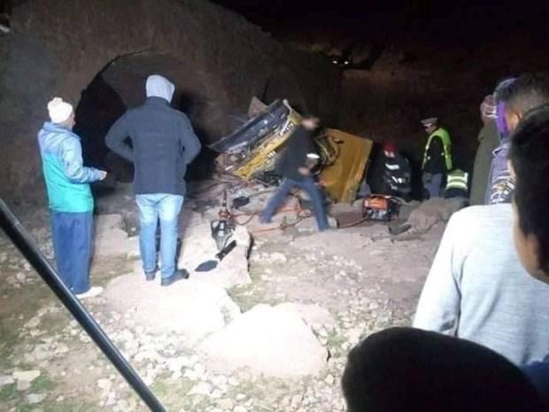 مصرع شخصين وإصابة 3 آخرين.. حادثة سير خطيرة إثر انقلاب شاحنة في أزيلال