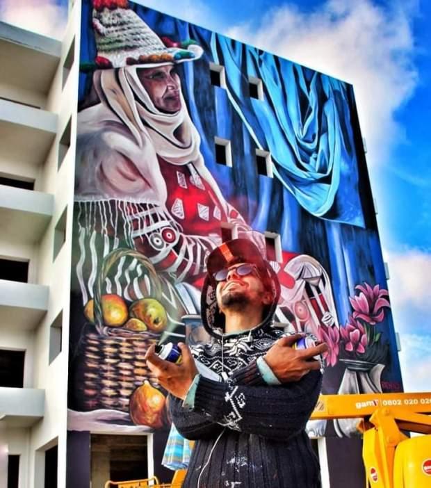 بالصور من تطوان.. الفنان الرشندالي يبدع بجدارية سيدة جبلية