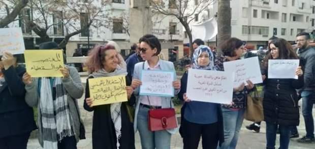 """أمام محكمة الأسرة في تطوان.. وقفة احتجاجية تنديدا بإطلاق سراح """"البيدوفيل الكويتي"""""""