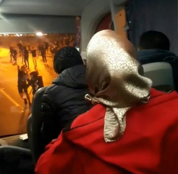 """مصور """"فيديو الكار"""": حنا غير مسافرين وما عندنا علاقة بالكرة… حتى لقيناهم فالطريق وهجموا علينا بالحجر"""