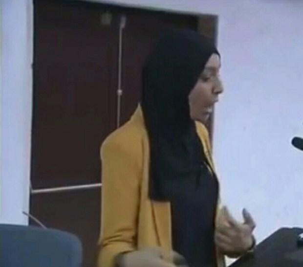 هزمت الإعاقة.. لطيفة من مراكش تناقش أطروحة الدكتوراه