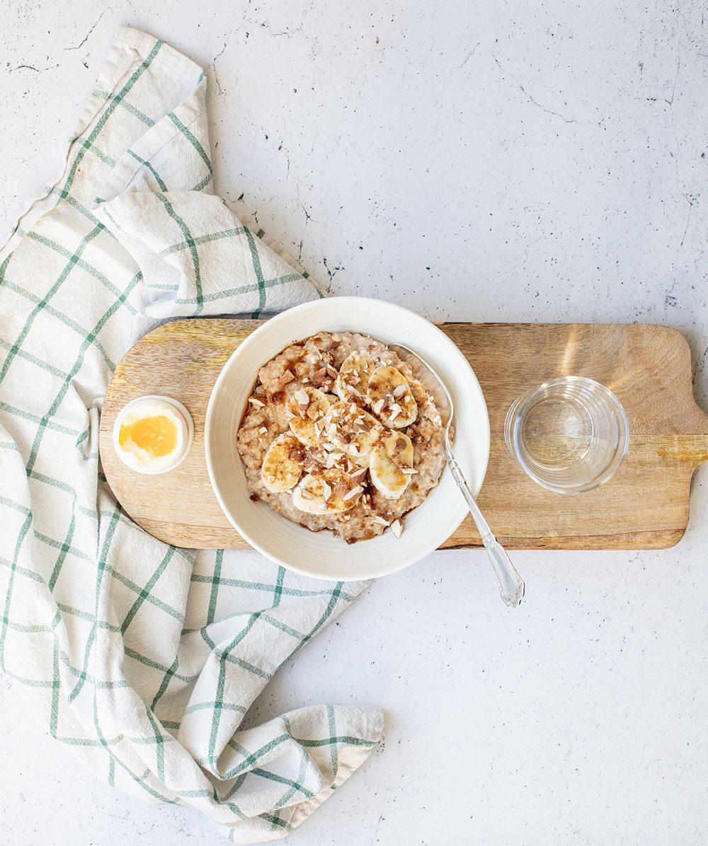 Havregrød med æg og kanel