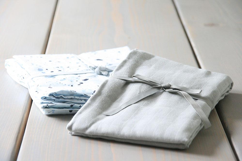 sengetøj fra Soft Gallery og babysvøb fra CamCam