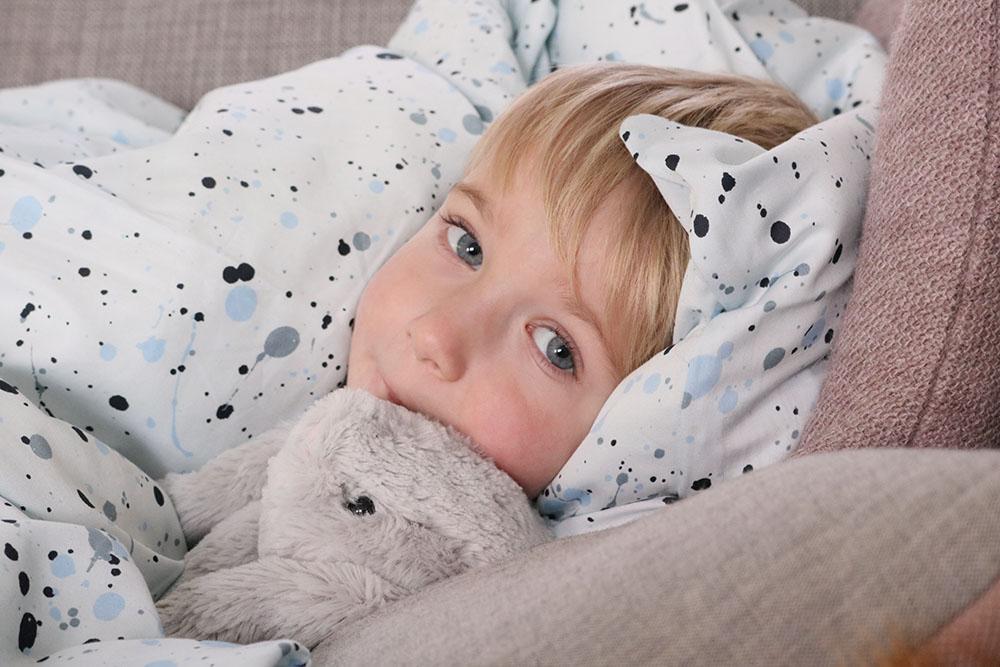 smørblødt sengetøj fra Soft Gallery og uundværlig Jellycat kanin.