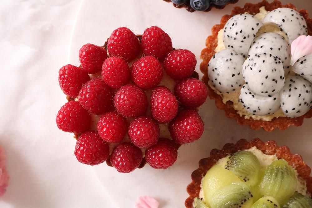 opskrift på friske frugttærter på mazarinbund