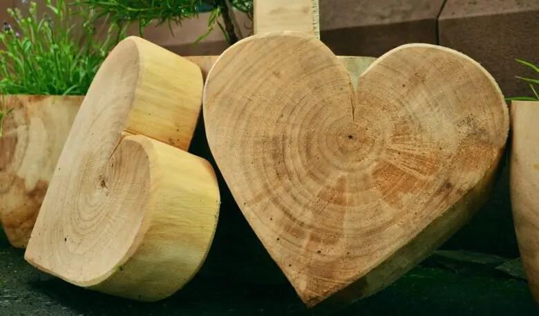 節がきっかけ。節ありの木材は木の個性。ハンドメイドだからこそ生かせる節がある