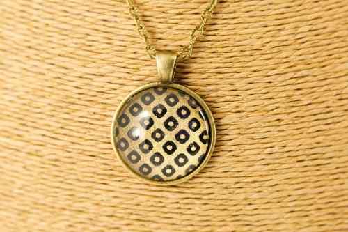 bronze-black-diamond-round-pendant